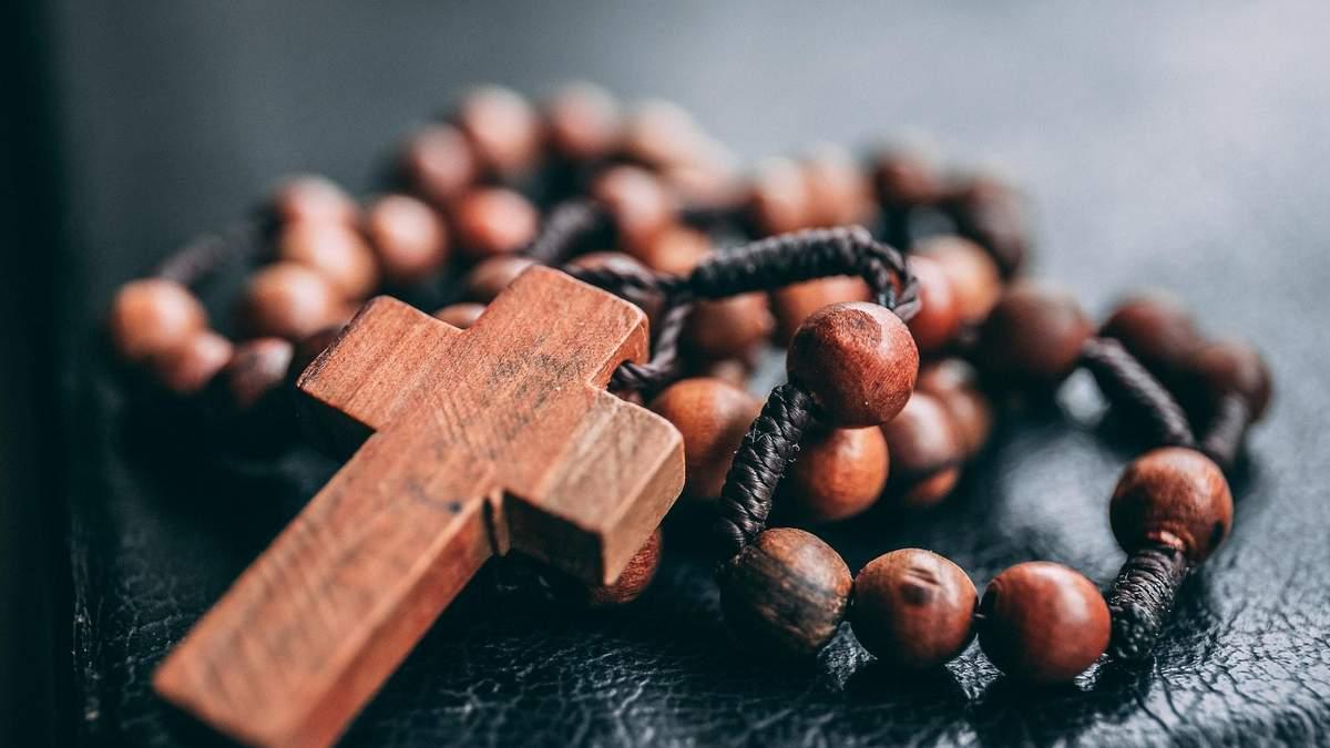 Прощеное воскресенье 2021: история праздника, за что монахи просили прощения