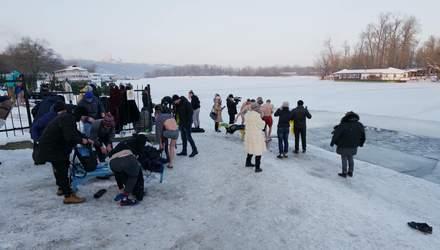 Як у містах України купаються на Водохреще: фото, відео