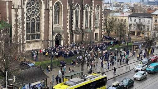 Тысячи верующих возле храмов: Садовый осудил многолюдное празднование Вербного воскресенья– фото